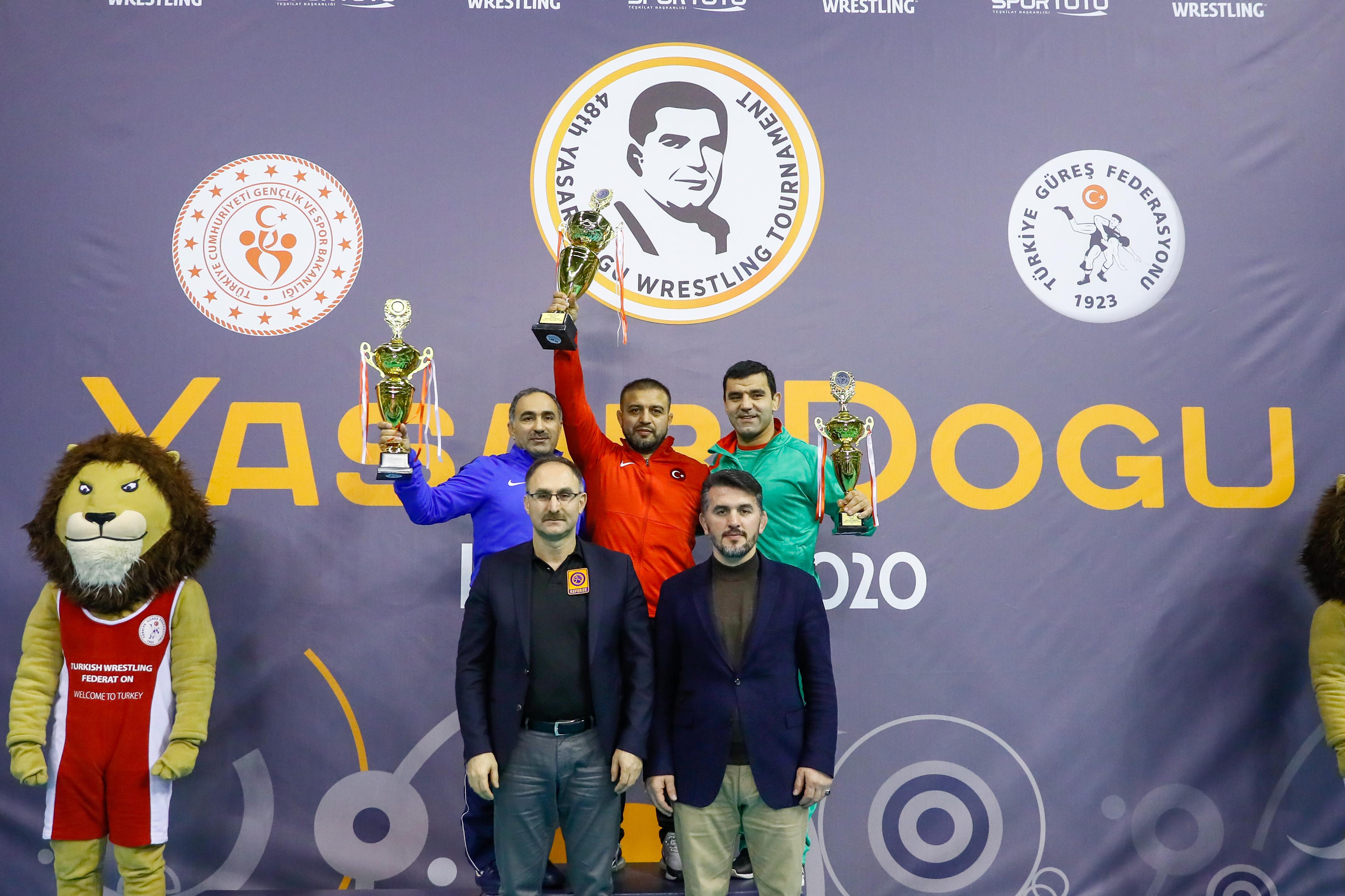 """Свободняците си тръгнаха с 3 медала от """"Яшар Догу"""""""
