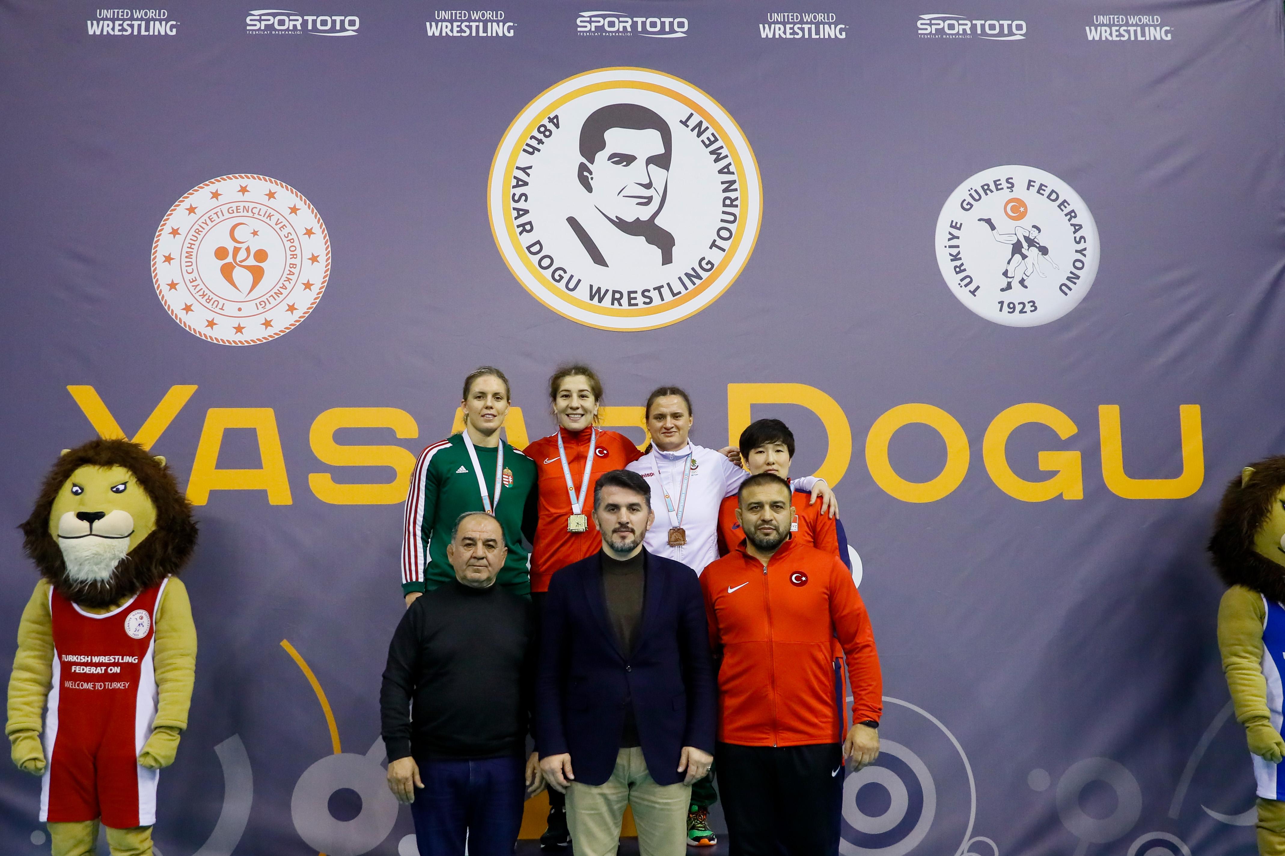 Мария Оряшкова с първи медал на международния тепих в борбата