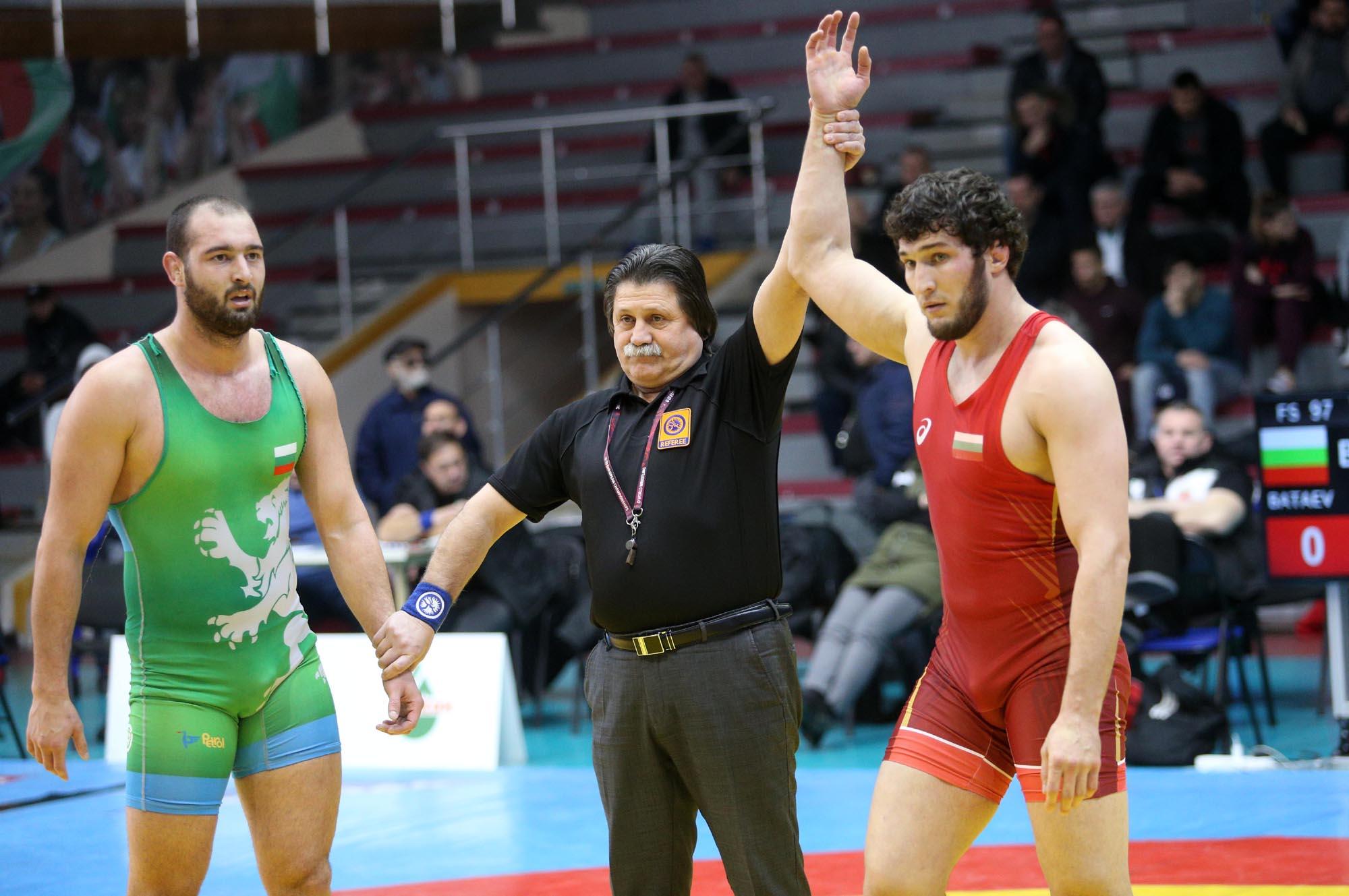Чеченският борец Ахмед Батаев получи български паспорт