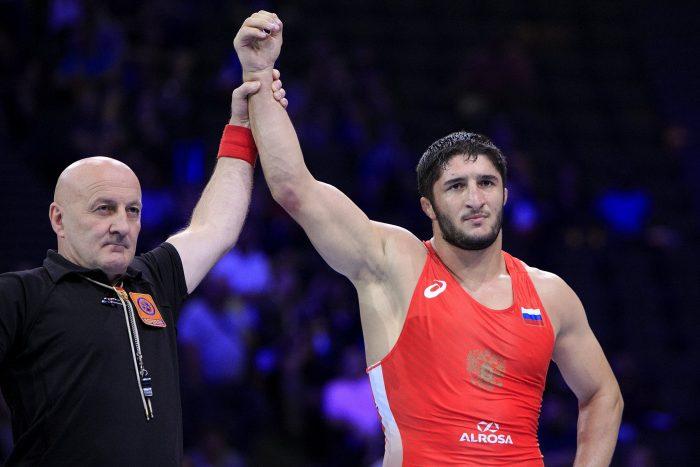 Садулаев отпразнува успеха от Световната купа по борба (СНИМКИ)