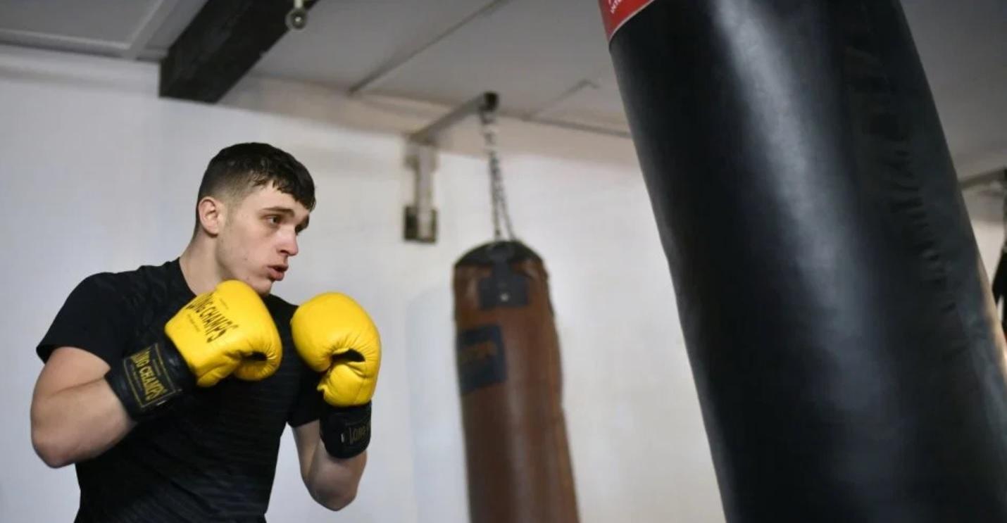 Боксьор се завръща на ринга след нож в лицето