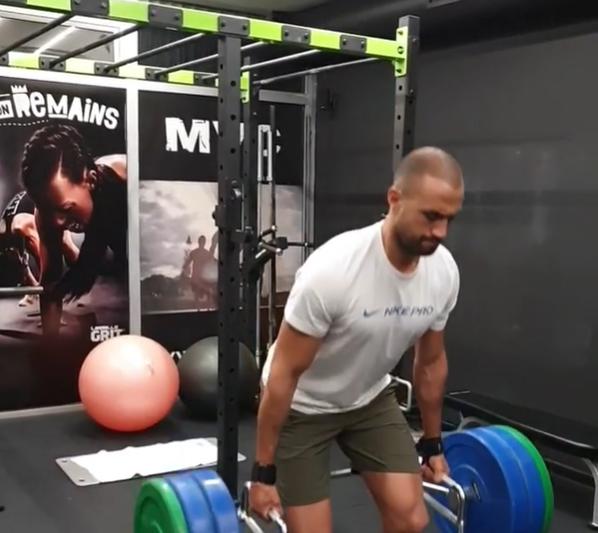Бадр Хари тренира с тежести за своето завръщане (ВИДЕО)