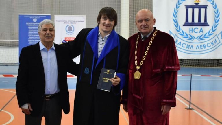 Даниел Александров вече е дипломиран магистър