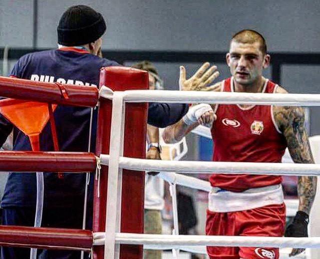Тренировка по бокс в домашни условия: бой от дистанция (ВИДЕО)