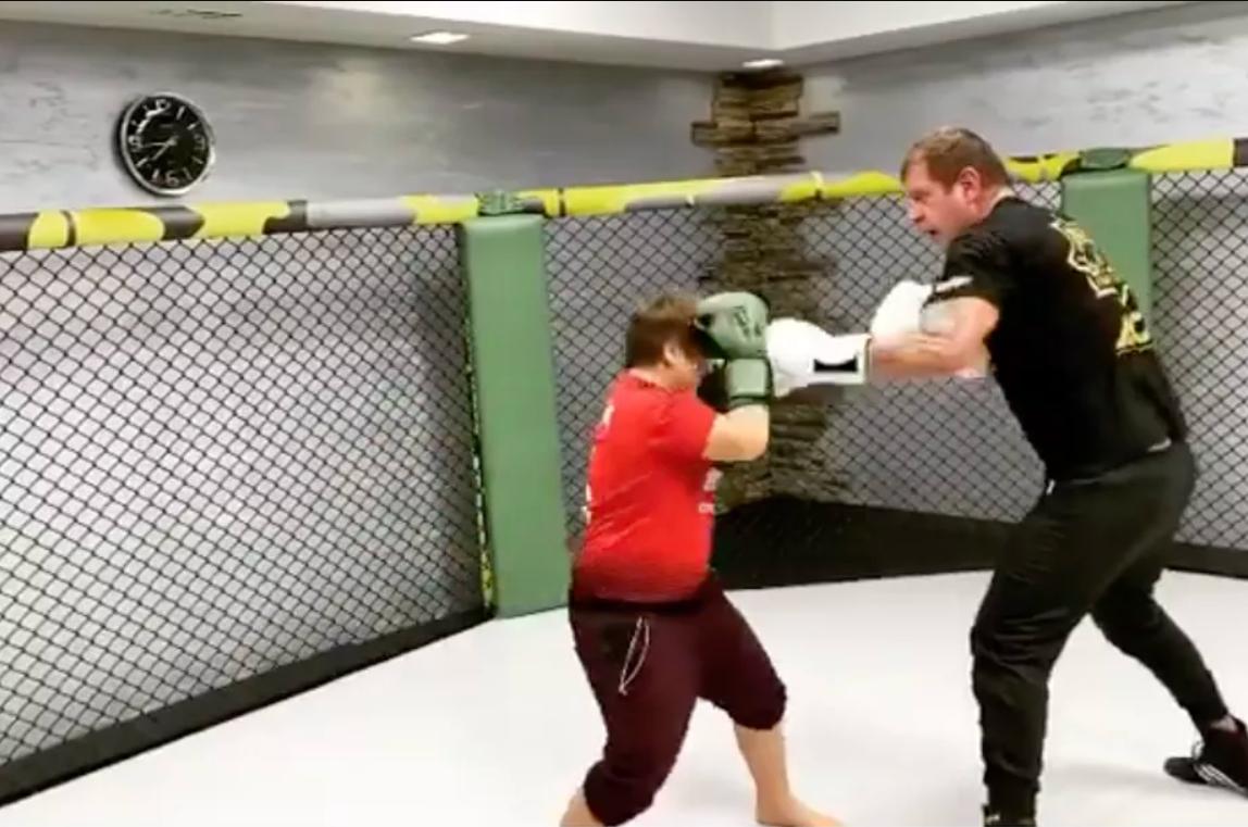 Александър Емелианенко тренира дете на Рамзан Кадиров (ВИДЕО)