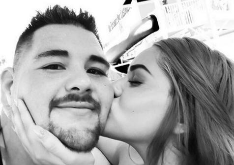 Анди Руис демонстрира любовта към жена си (СНИМКА)