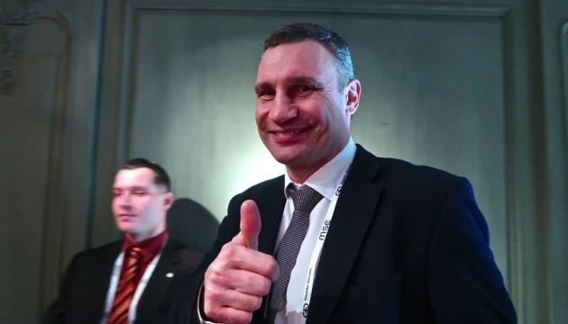"""Непобеденият"" Виталий Кличко удари 50-те (видео)"