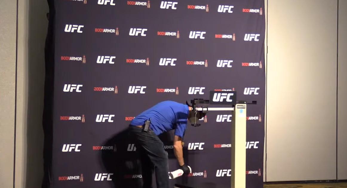 Драконови мерки на първия кантар след паузата в UFC (ВИДЕО)