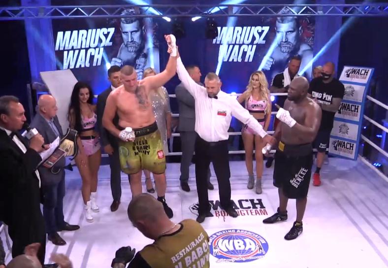 Мариуш Вах победи Кевин Джонсън в 'Битка на старчетата' (ВИДЕО)