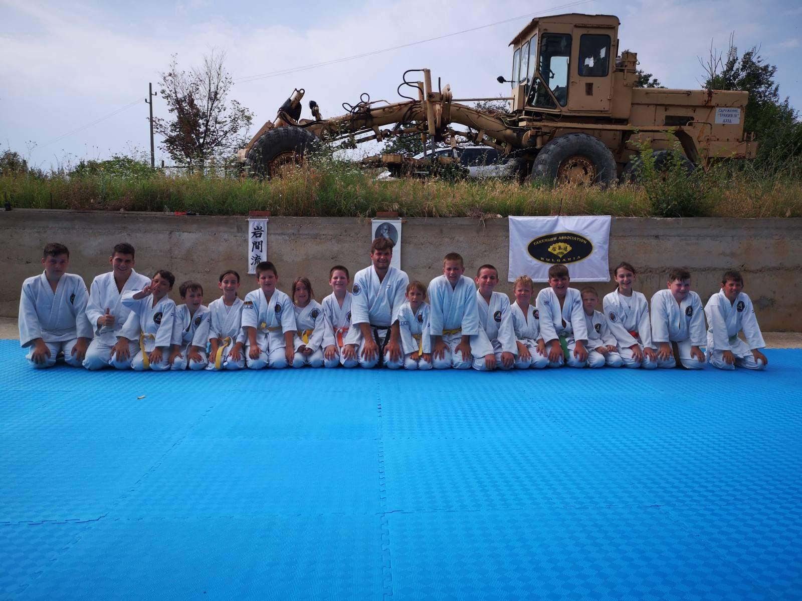 Летен лагер учи деца на бойни изкуства, дисциплина и ценности