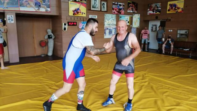 Световен медалист по борба прекрати кариерата си (СНИМКИ)