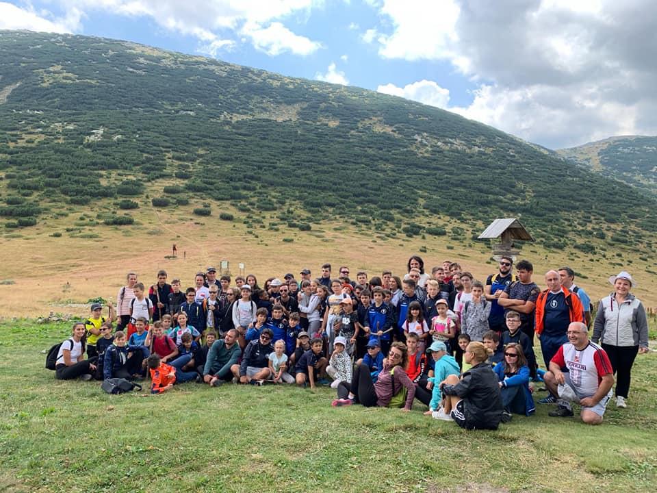 200 каратеки се стягат за летен лагер в Семково