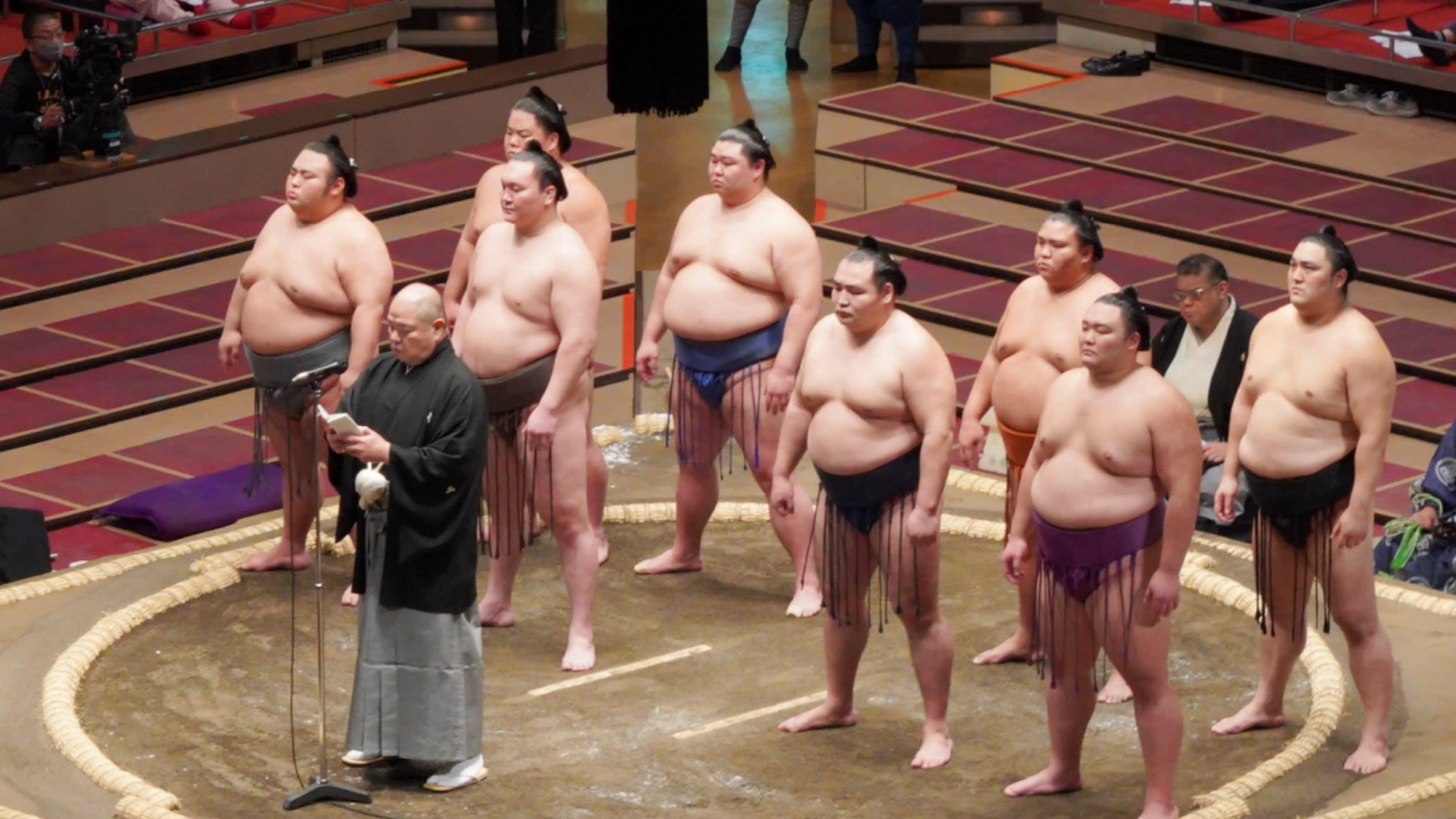 Подновиха сумото в Япония с публика, Аоияма със загуба на старта