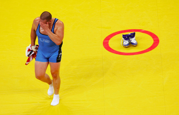 Ето защо борците оставят обувките си на тепиха (ВИДЕО)
