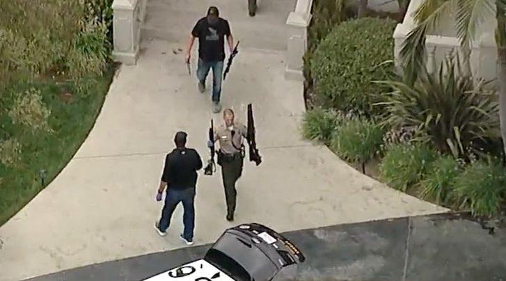 ФБР иззе купища оръжия от дома на влогър-боксьор