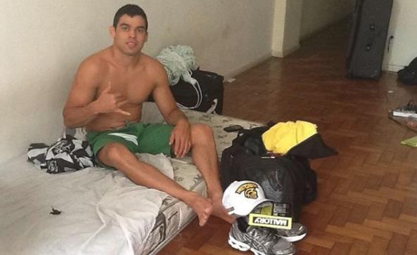 Шампион от UFC продължава кариерата си в Бразилия