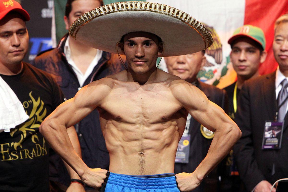 Хуан Естрада обедини поясите след победа над Рамон Гонзалес