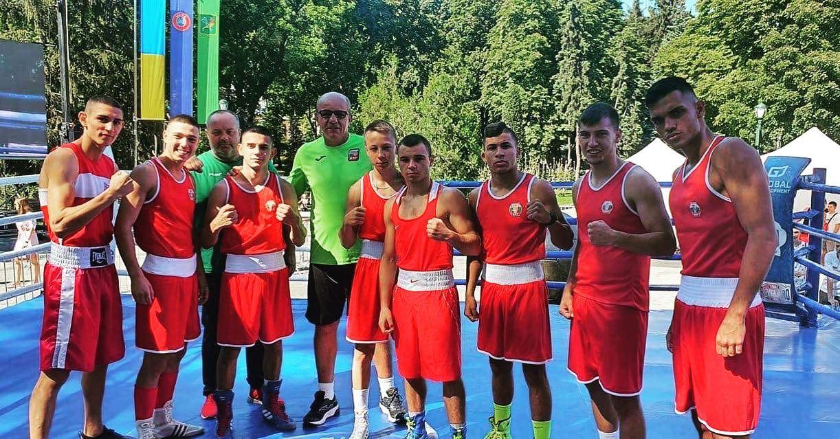 Боксьорите ни проведоха първи спаринги с тима на Украйна