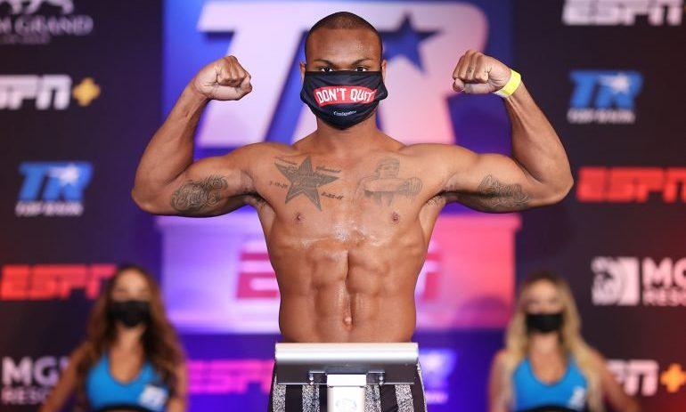 Боксьор спаси живот по време на претегляне
