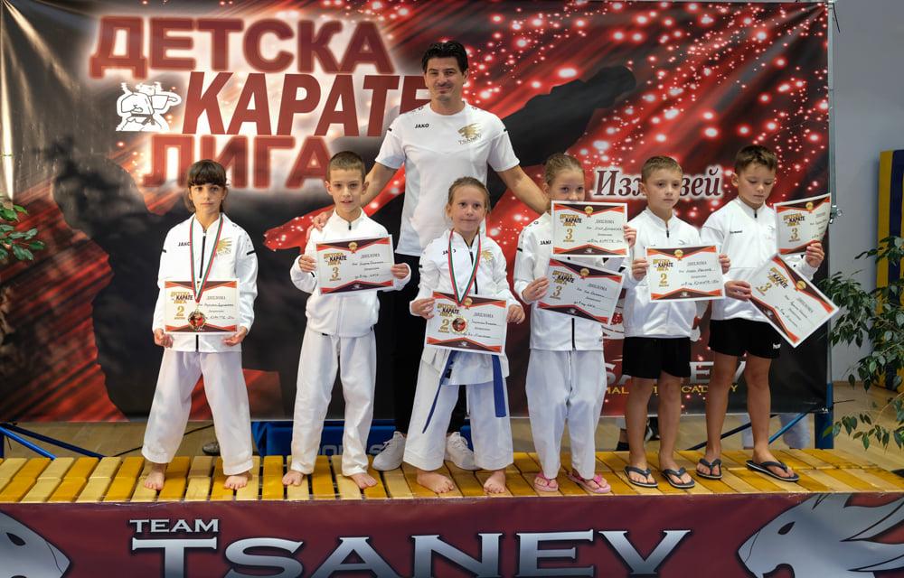 Каратеките на Цанев с 38 медала от Детската лига