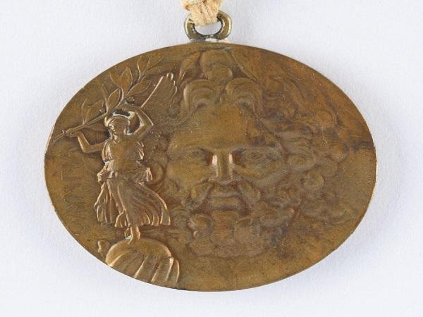 Медал от Олимпийските игри през 1896 г. бе продаден на търг