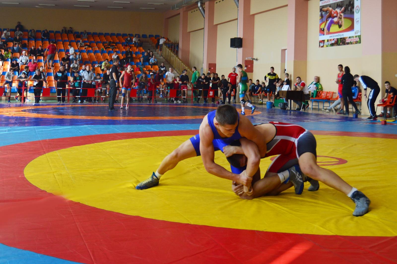 Борци от 24 клуба се впускат за медалите в Сливен