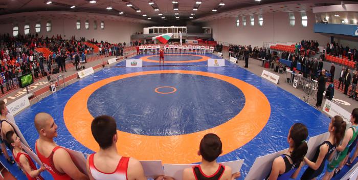 Самоков и Петрич домакини на шампионатите по борба за момчета