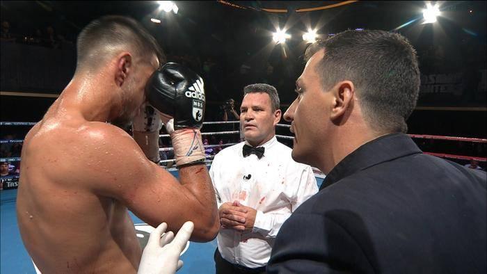 Боксьор се би 5 рунда с разбита челюст (ВИДЕО)
