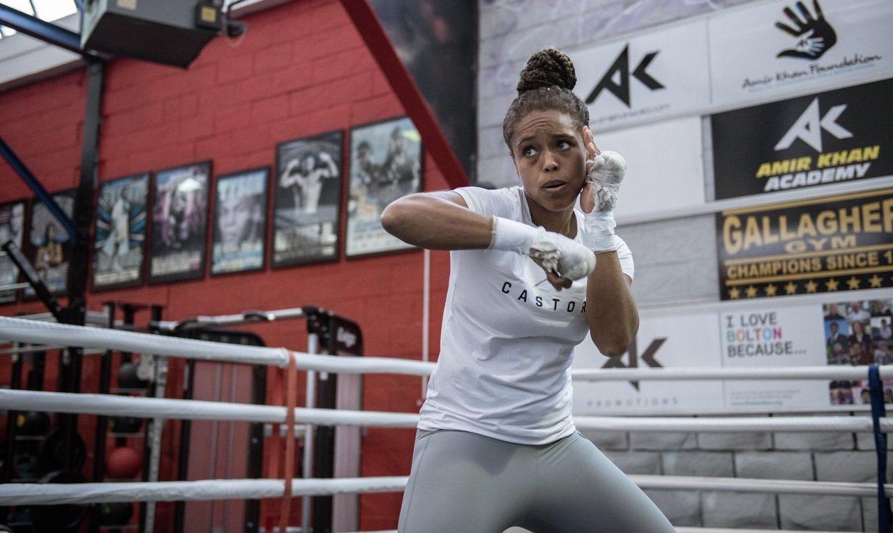 Боксова звезда дава безплатни уроци и храна на нуждаещи се