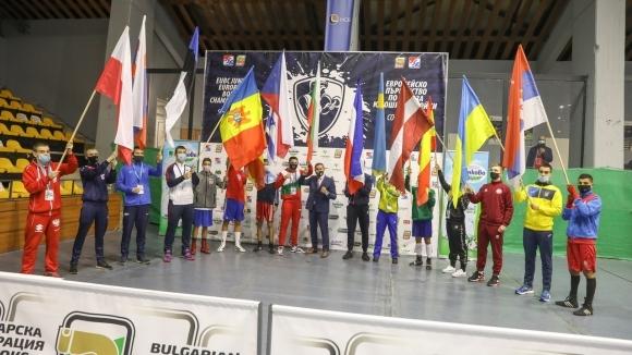 Двама родни боксьори стартират днес на Европейското в София