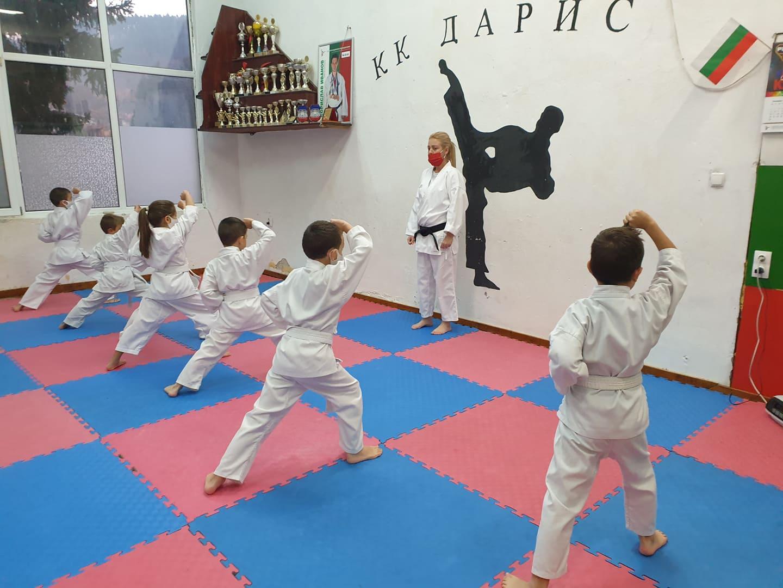 В Кюстендил проведоха изпит за степени в карате