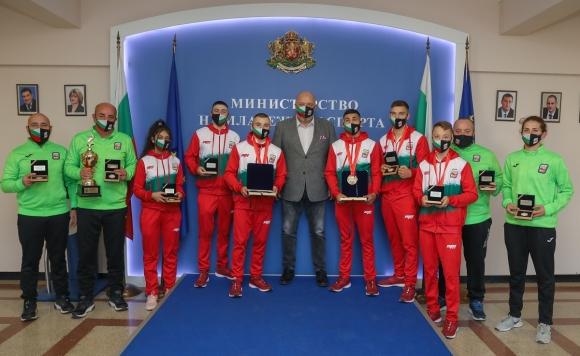Красен Кралев награди медалистите от европейското по бокс