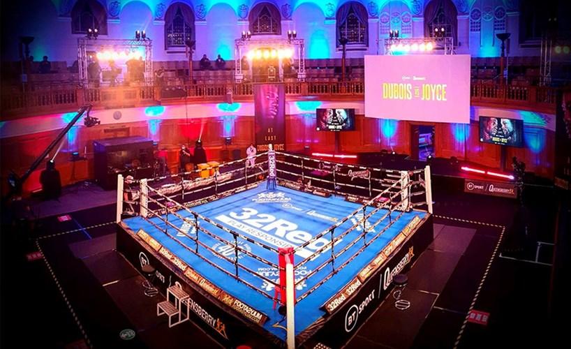 Боксово шоу в църква предизвика скандал