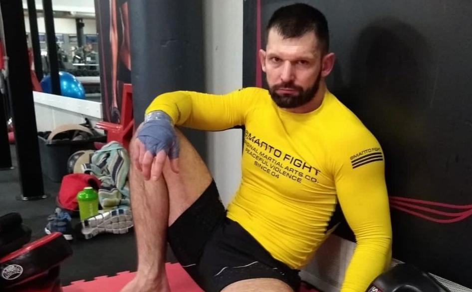 Олимпийски шампион по вдигане на тежести се завръща в клетката