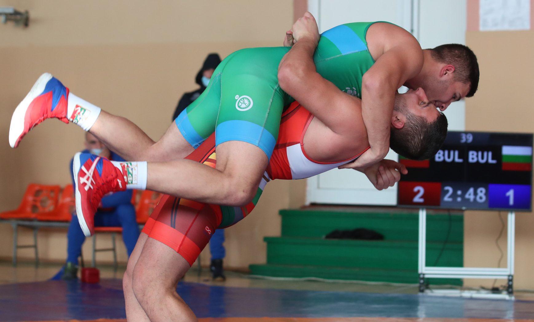 Кюстендил и Варна с най-много финалисти на държавното по борба за юноши