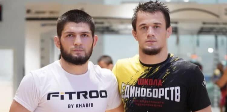 Хабиб се притече на помощ на брутално нокаутиран боец