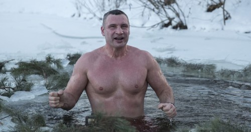 Кличко и Усик влязоха в ледени води (ВИДЕО)