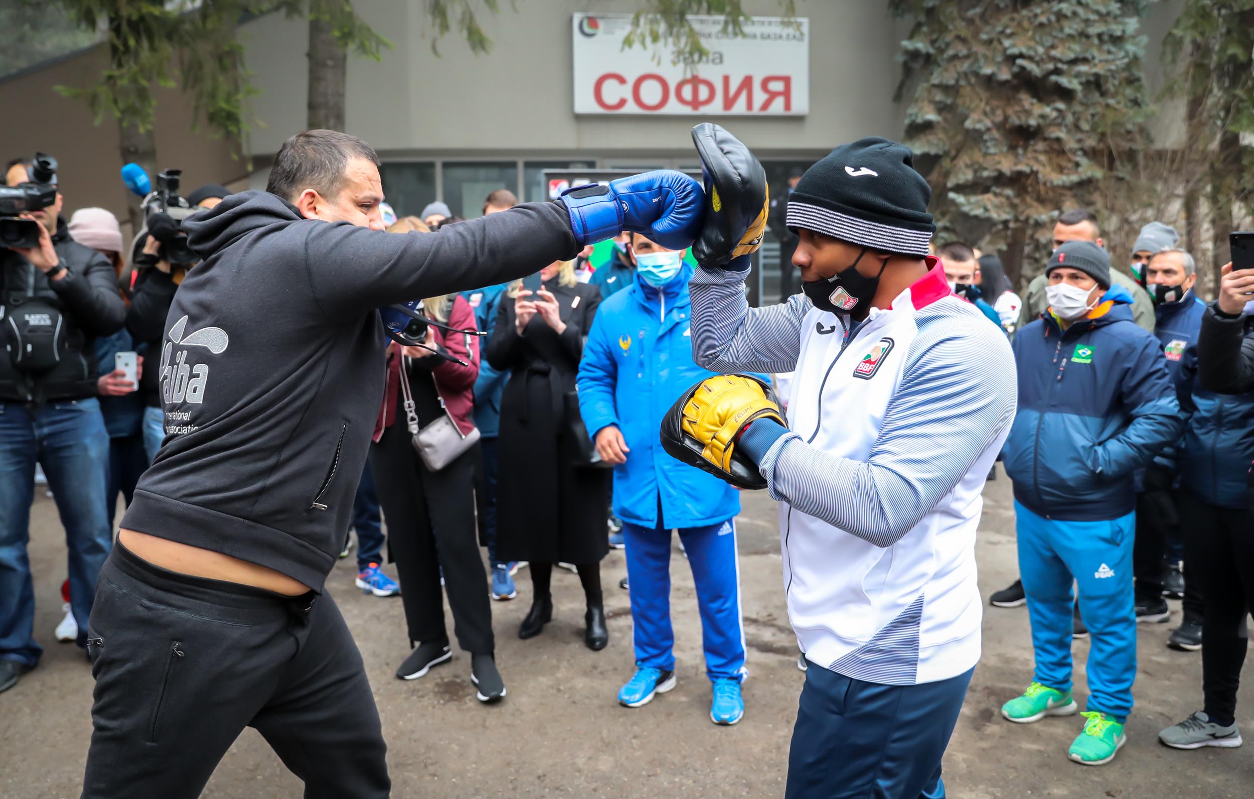 Новият президент на АИБА направи открита тренировка в София (ВИДЕО)