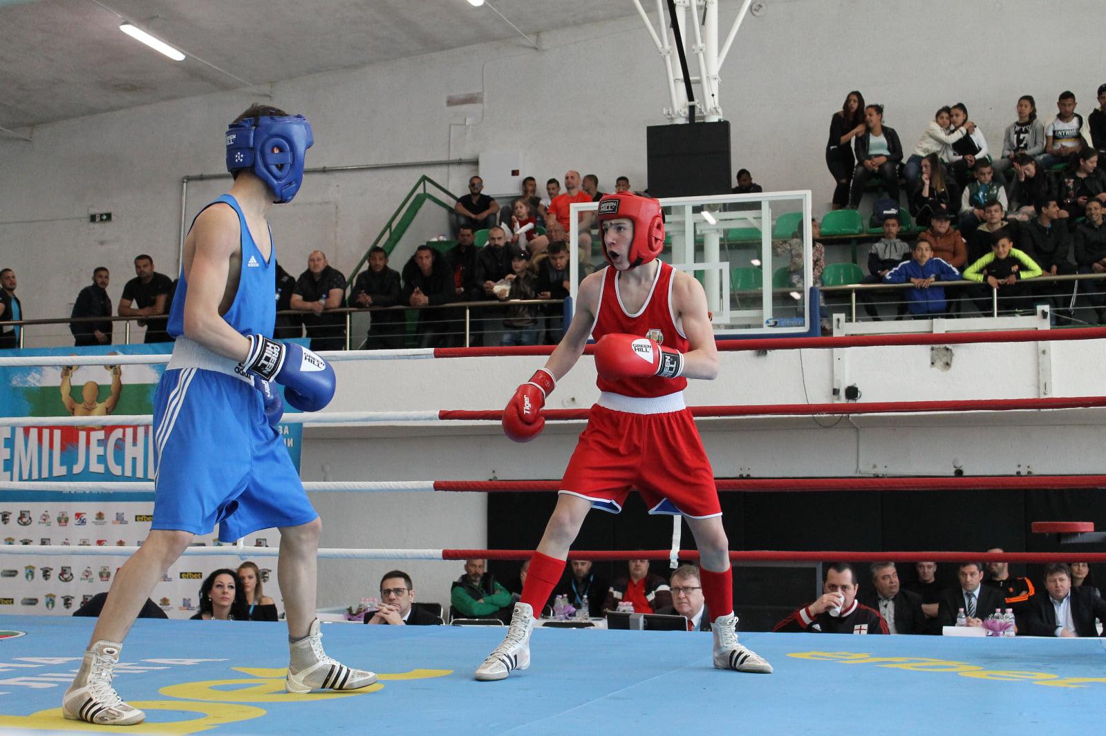 НА ЖИВО: Красимир Джуров първи от младежите на ринга в Черна гора