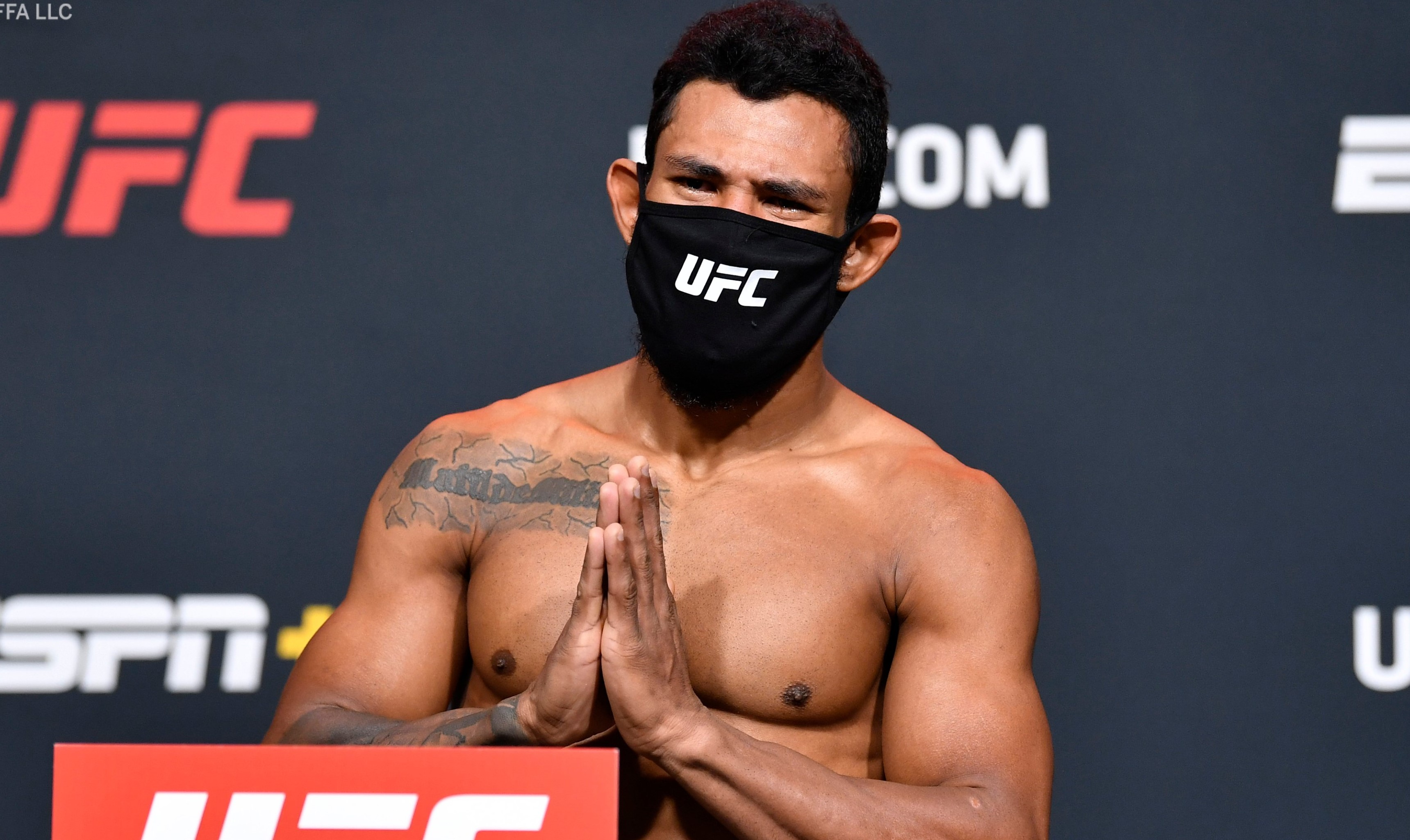 Боец от UFC обвини сьомгата за провала си на кантара
