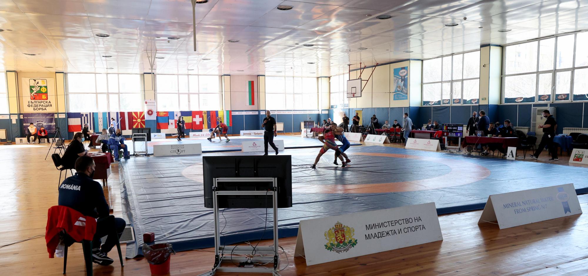 Девет родни борци стигнаха финалите на международен турнир (СНИМКИ)