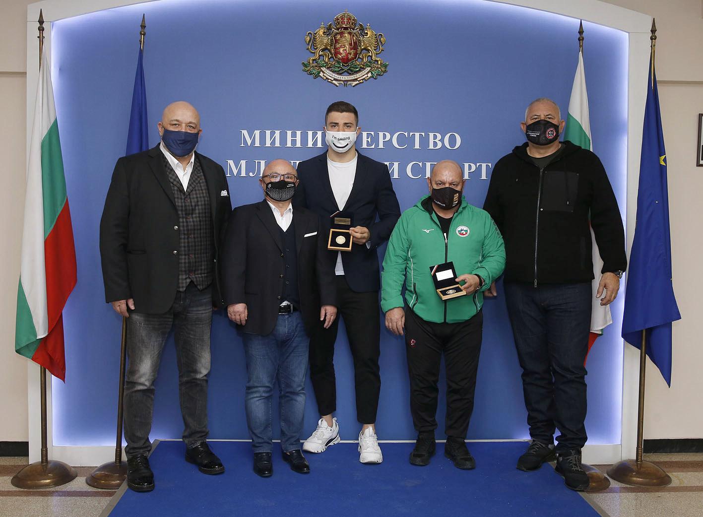 Красен Кралев връчи почетен медал на Борис Георгиев