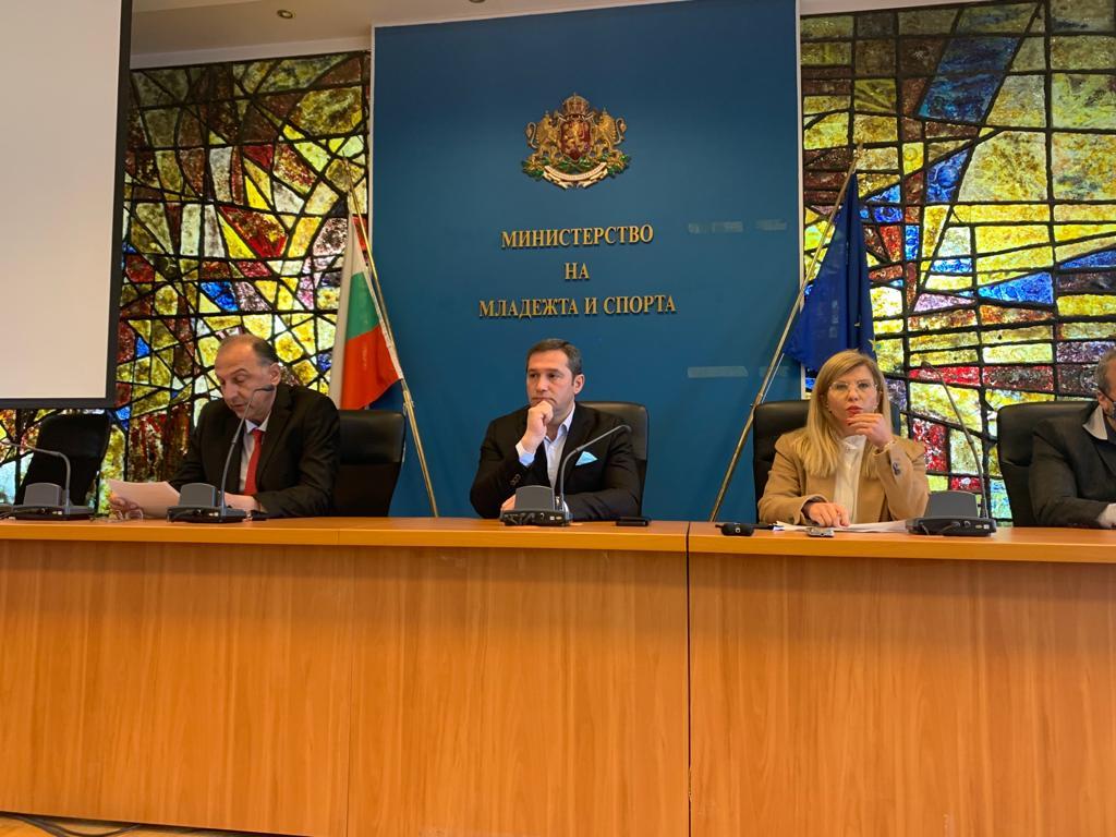 Инински беше преизбран единодушно за президент на федерацията по бокс