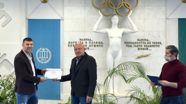 Тервел Пулев със сертификат за доброволчество от НСА