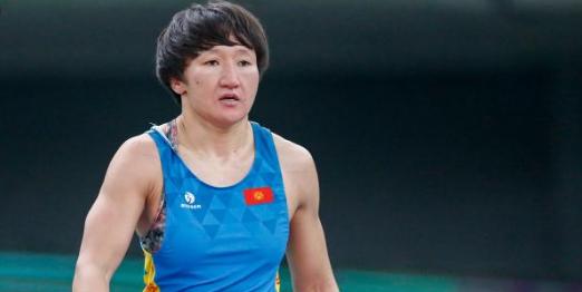 Тинибекова продължава да мачка противниците си