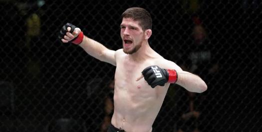 Непобеден в UFC боец се оттегли от спорта (СНИМКИ)