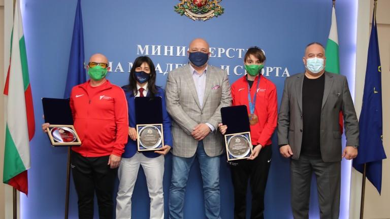 Красен Кралев награди таекуондистката Илина Иванова