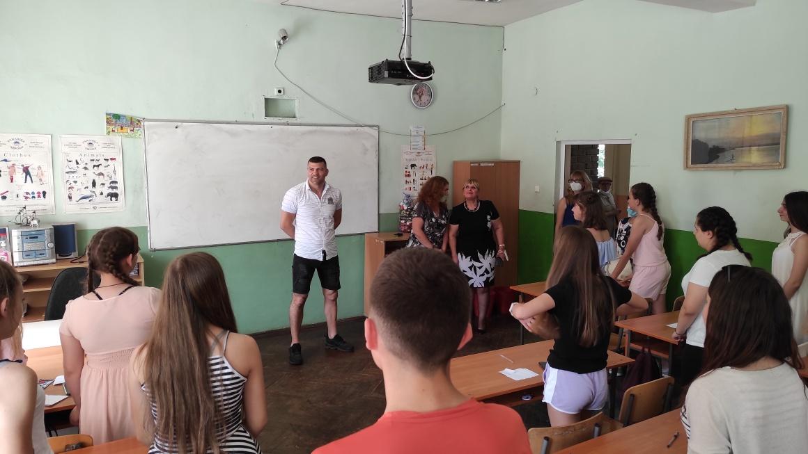 Тервел Пулев чу проблемите на деца в пернишко училище