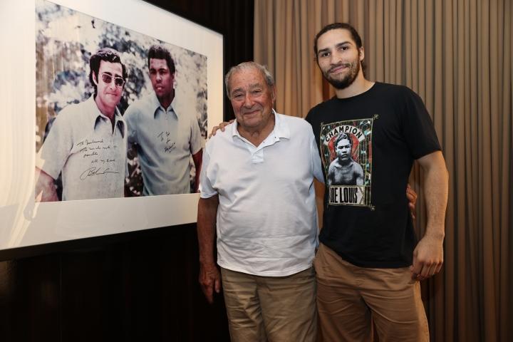 Внукът на Мохамед Али подписа с Аръм 55 години след легендата
