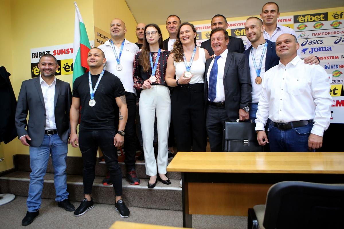 Стоян Саладинов зарадва самбистите с премии след Европейското (ВИДЕО)